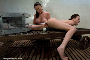 Girls on sex machines. Sindee Jennings,  - XXX Dessert - Picture 12