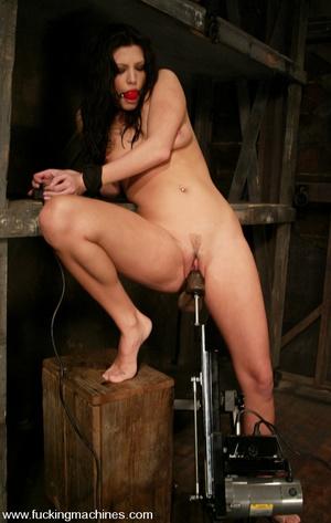Fucking machine sex. Foxy Roxy DeVille i - XXX Dessert - Picture 3