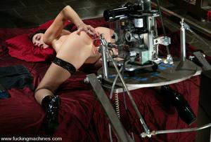 Mechanical sex machine. This newbie gets - XXX Dessert - Picture 4