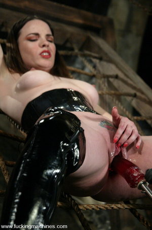 Sex machine orgasms. Fuckingmachines. - XXX Dessert - Picture 3