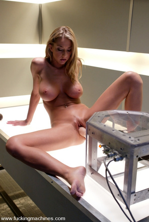 Fuck machines. Sammie Rhodes natural DD  - Picture 2