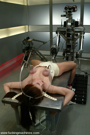 Machines fucking. Sarah Blake returns fo - XXX Dessert - Picture 2