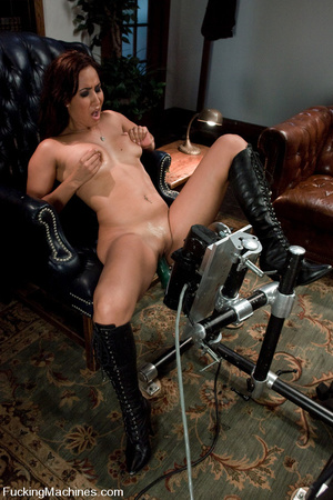 Machine fucking. Isis Love pussy fucked  - XXX Dessert - Picture 1
