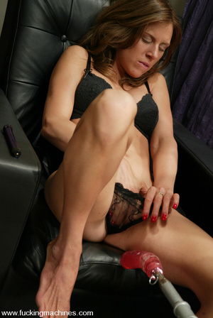Sex machines. Audrey Leigh gets fucks ma - XXX Dessert - Picture 2