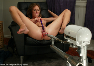 Sex machines. Audrey Leigh gets fucks ma - XXX Dessert - Picture 4