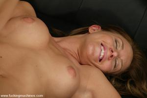Sex machines. Audrey Leigh gets fucks ma - XXX Dessert - Picture 15
