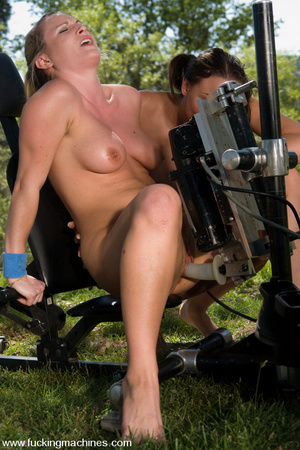 Fuck machines. Four Hot babes machine fu - XXX Dessert - Picture 2