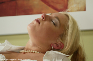 Sex machine porn. Hollie Stevens gets fu - XXX Dessert - Picture 8
