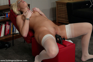 Sex machine porn. Hollie Stevens gets fu - XXX Dessert - Picture 9