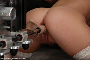 Sex machine porn. Hollie Stevens gets fu - XXX Dessert - Picture 11