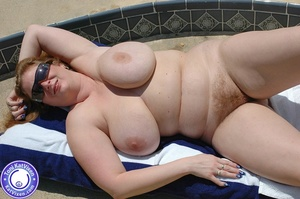 Mature females. Big breasted redhead sun - XXX Dessert - Picture 2