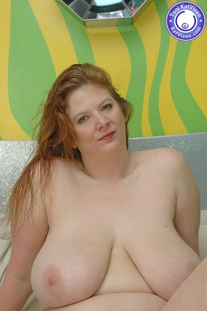 Fat women sex. Busty redhead holding her - XXX Dessert - Picture 2