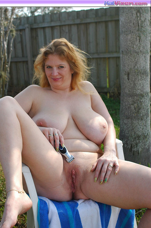 Fat girls. Shaving my pussy outside. - XXX Dessert - Picture 1