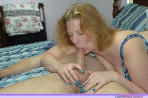 Mature women. Giving a blowjob in bed. - XXX Dessert - Picture 6