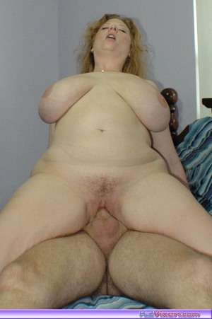 Mature women. Giving a blowjob in bed. - XXX Dessert - Picture 16