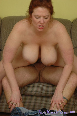 Hot mature. Fucking on the couch. - XXX Dessert - Picture 7