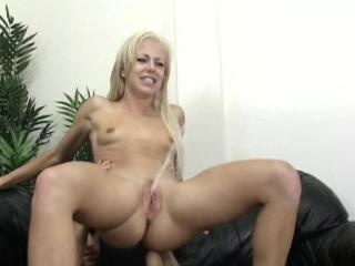 girls squirt blonde girl
