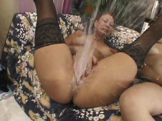 squirting girl vanessa knocks