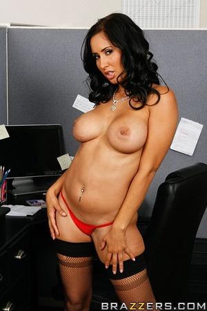 Massive tits. Isis Love proves her tits  - XXX Dessert - Picture 3