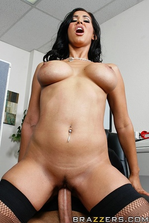 Massive tits. Isis Love proves her tits  - XXX Dessert - Picture 13