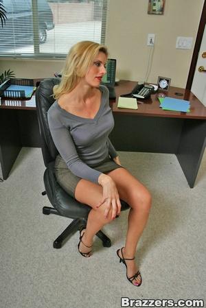 Sexy secretary. Huge titted human ressou - XXX Dessert - Picture 3