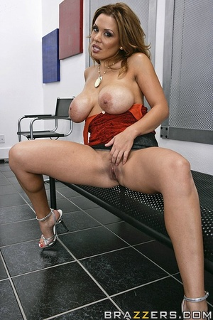 Big breast. Sienna fucks her way into ge - XXX Dessert - Picture 2