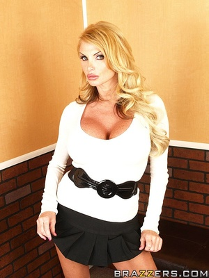 Busty girls. Taylor Wayne in the elevato - XXX Dessert - Picture 1