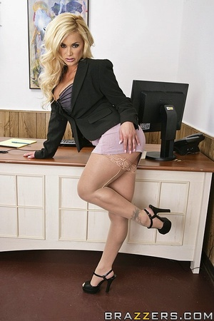Office girl. Shyla Stylez needs wants to - XXX Dessert - Picture 1