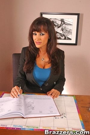 Beautiful boobs. Lisa Ann gets distresse - XXX Dessert - Picture 1