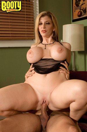 American big ass milf seduce