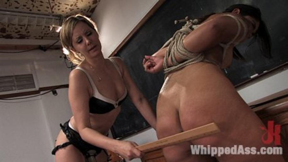 Latina gets erotic massage video
