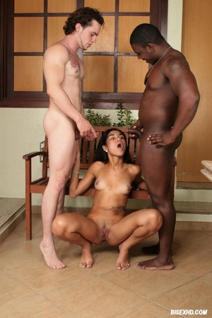 Bisex porn. Black bi stud fucked by a hu - Picture 19