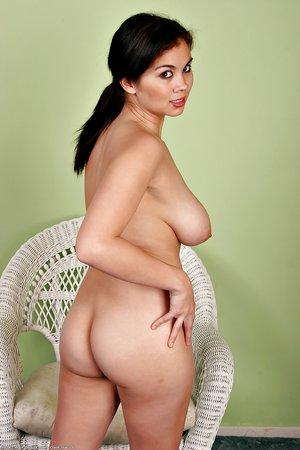 Amazing latina natural tits