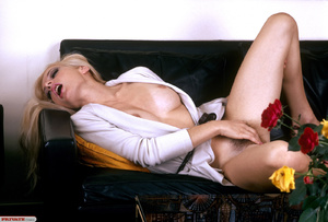 Classic retro porn. Natural blond with f - XXX Dessert - Picture 2