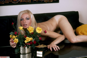 Classic retro porn. Natural blond with f - XXX Dessert - Picture 3