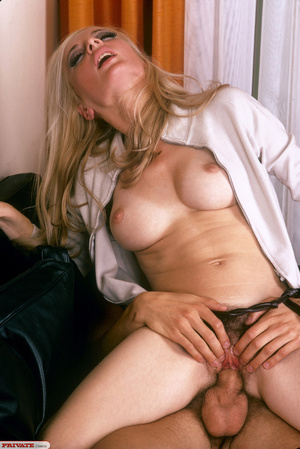 Classic retro porn. Natural blond with f - XXX Dessert - Picture 12
