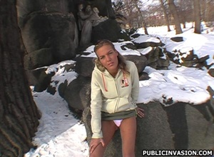 18 young xxx. Hot girl in the park looki - Picture 6