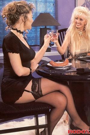 Classic xxx. Two hot retro lesbians fuck - XXX Dessert - Picture 1