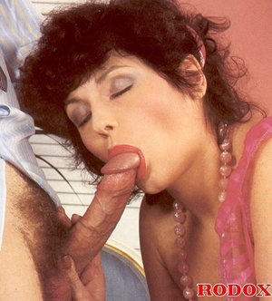Old porn. Hairy seventies lady gets stuf - XXX Dessert - Picture 6