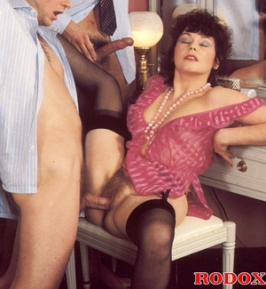 Old porn. Hairy seventies lady gets stuf - XXX Dessert - Picture 8