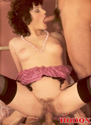 Old porn. Hairy seventies lady gets stuf - XXX Dessert - Picture 9