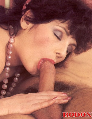 Old porn. Hairy seventies lady gets stuf - XXX Dessert - Picture 12