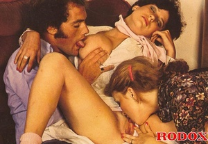Classic pussy. Two retro wifes with big  - XXX Dessert - Picture 9
