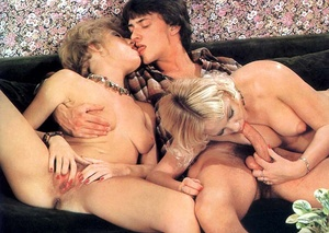 Old classic porn. Two hairy seventies la - XXX Dessert - Picture 26