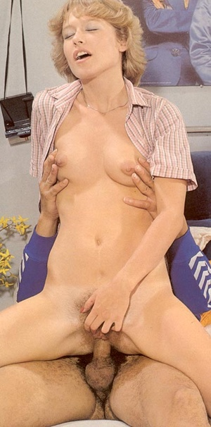 Sexy hairy pussy. Two retro cuties fucke - XXX Dessert - Picture 5