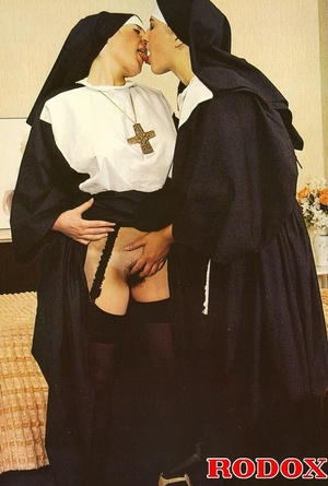 Hardcore sex. Retro nuns pleasing the ho - XXX Dessert - Picture 3