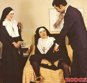 Hardcore sex. Retro nuns pleasing the ho - XXX Dessert - Picture 8