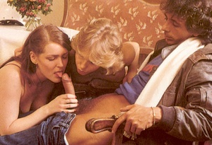 Classic porn. Two hairy retro ladies suc - XXX Dessert - Picture 2