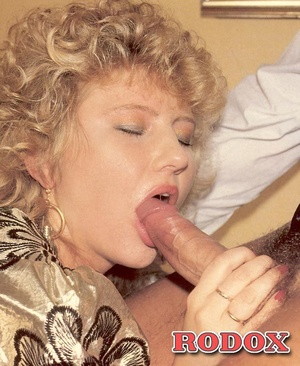 Hairy bush. Vintage milf loves to handle - XXX Dessert - Picture 6
