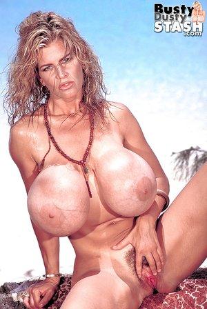 American model mature big tits